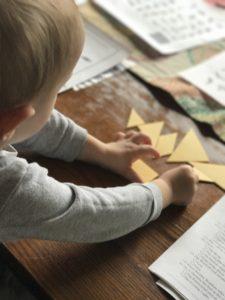 Un jeu d'éveil très utilisé par les écoles Montessori : le Tangram