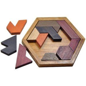 Le Tangram est un puzzle fait de blocs en bois multi-color